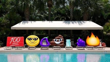 Con queste emoji gonfiabili puoi andare al mare e in piscina con stile