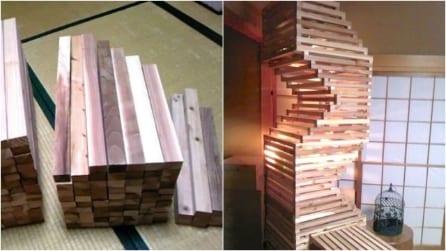 Prende del legno e costruisce una torre: la sua funzione vi meraviglierà