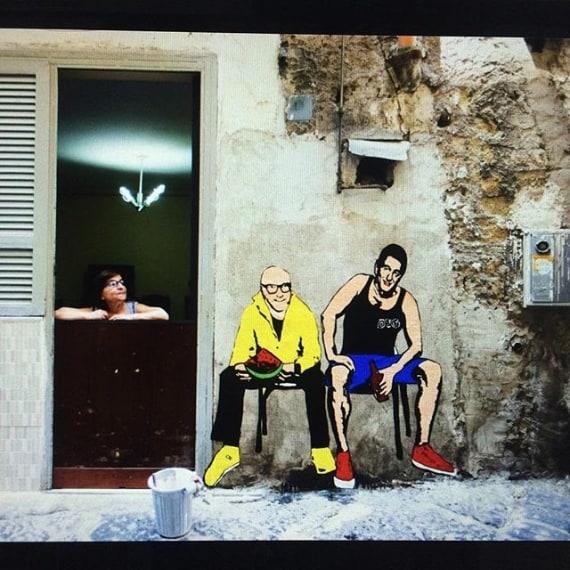 Gli stilisti Dolce&Gabbana raffigurati come scugnizzi