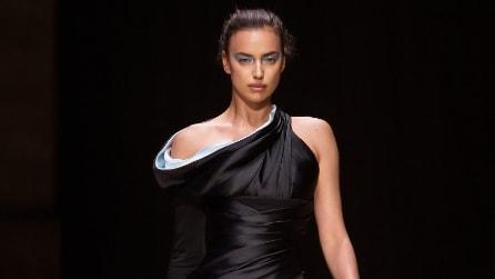 Irina Shayk e Bella Hadid in passerella per Atelier Versace