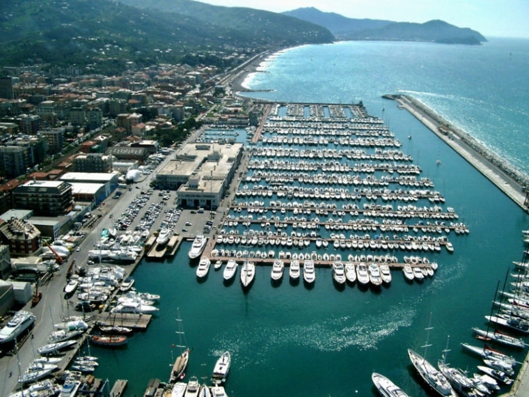 https://it.wikipedia.org/wiki/Lavagna_(Italia)#/media/File:Porto_di_Lavagna.JPG