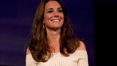 Il look con le spalle scoperte di Kate Middleton