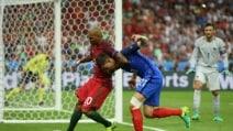 Portogallo-Francia, colpo da wrestling di Quaresma a Koscielny