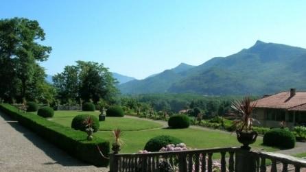 Villa Cicogna Mozzoni: un giardino segreto a meno di un'ora da Milano