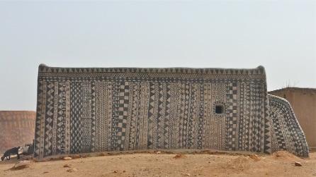 Non è un villaggio africano come gli altri: qui le case sono opere d'arte