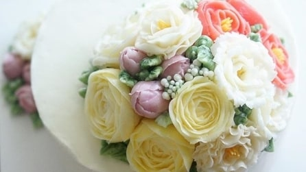 Floral cake: le più belle torte nuziali decorate con i fiori freschi