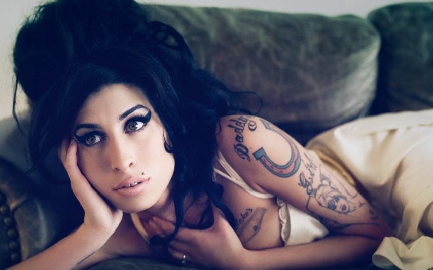 Amy in uno dei primi video di successo