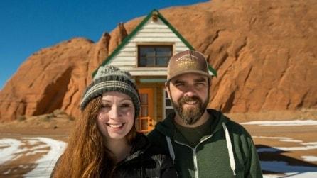 Costruiscono una casa con 20000 euro per viaggiare: ecco la storia di Alexis e Christian
