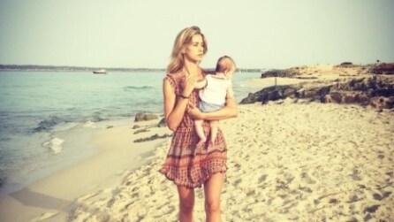 Elena Santarelli perfetta in bikini: è una mamma in forma
