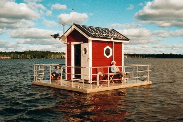 È possibile dormire in quest'hotel sott'acqua, nel bel mezzo del lago Mälaren, a 1 km da Västerås (Svezia). Potrete rilassarvi su una piccola terrazza con un paio di sedie.