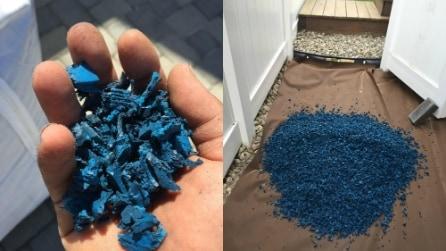 Versa pezzi di pneumatici sul pavimento: un'idea utilissima per l'estate