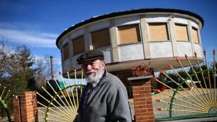 Voleva stare sempre al sole: l'uomo costruisce una casa unica al mondo