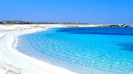 Sardegna, ruba sabbia in spiaggia: fermato dalla Forestale e tremila euro di multa