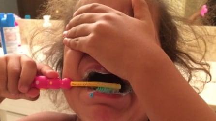 Le foto più esilaranti dei bambini che fanno i capricci