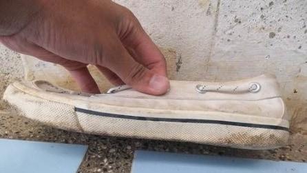La suola di gomma è macchiata: il trucco che usa per pulirla vi sorprenderà