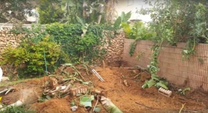 Rimozione delle piante davanti alla casa