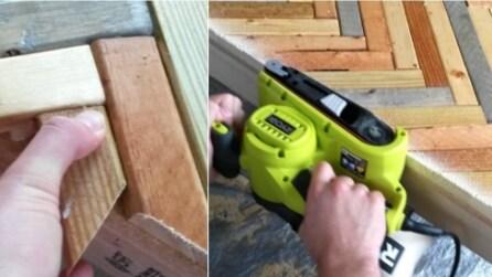 Dispone a zig zag dei piccoli pezzi di legno: il risutlato potrebbe tornarvi utile per le vostre serate estive