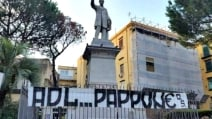 Napoli, striscioni in città contro De Laurentiis