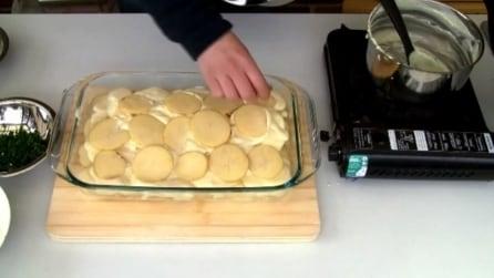 Non avete nulla in frigo per la cena? Bastano delle patate e un po' di formaggio per un piatto davvero goloso