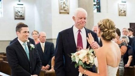 Il padre muore: la sposa viene accompagnata all'altare dall'uomo che vive grazie al cuore del papà