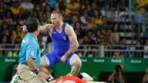 Vlasov indistruttibile: sviene, si riprende e vince l'oro nella Lotta