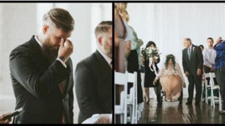 Lo sposo non trattiene le lacrime quando vede la futura moglie, paralizzata, camminare verso di lui in chiesa