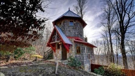 """Sembra un minuscolo e vecchio castello, ma quello che """"nasconde"""" all'interno è meraviglioso"""