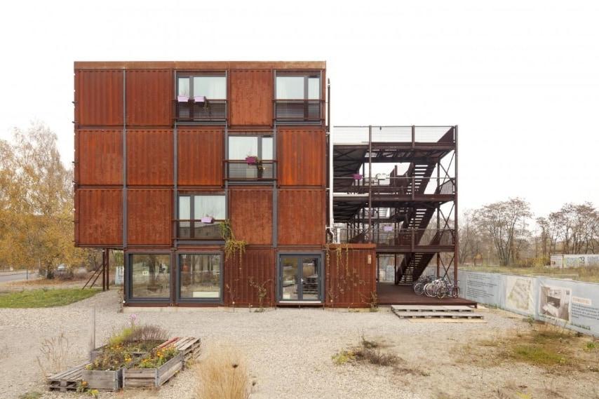 Quella di Berlino è sicuramente la residenza studentesca più cool in Germania: fatta di tutti container, asseconda la tendenza dell'architettura contemporanea fatta di tutti container. Ogni container dell'EBA 51 è fatta da moduli prefabbricati di 28 metri quadrati che contengono cucina, bagni, letto e armadi.