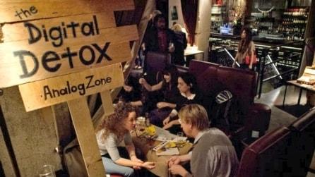"""""""Giù i telefoni, in alto gli occhi"""": arriva il digital detox"""