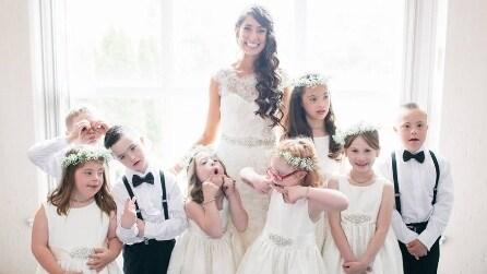 Prof di sostegno si sposa e invita i suoi alunni alle nozze: gli scatti commuovono il web