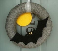 Ghirlanda decorata con un pipistrello