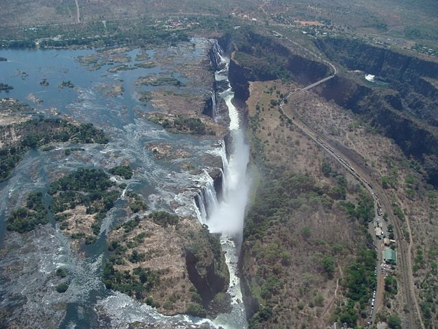 https://en.wikipedia.org/wiki/List_of_waterfalls#/media/File:Lascar_Victoria_falls_from_a_helicopter_(4548273362).jpg