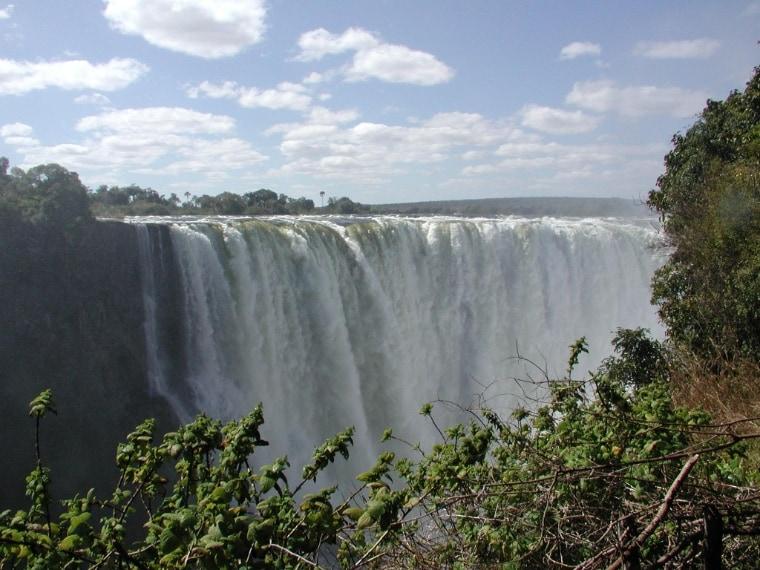 https://en.wikipedia.org/wiki/Victoria_Falls#/media/File:Victoriaf%C3%A4lle.jpg