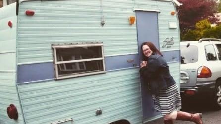 Una mamma trasforma da sola un vecchio camper: il risultato vi stupirà