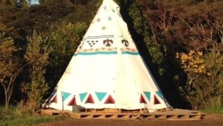 Una tenda come camera per gli ospiti: le foto dell'insolito progetto vi stupiranno