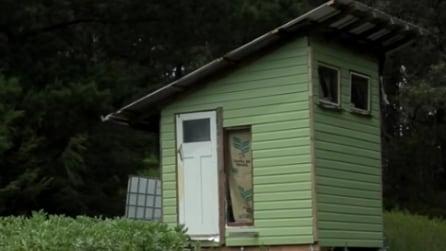 Coppia costruisce casa in miniatura con materiali riciclati: le foto vi stupiranno