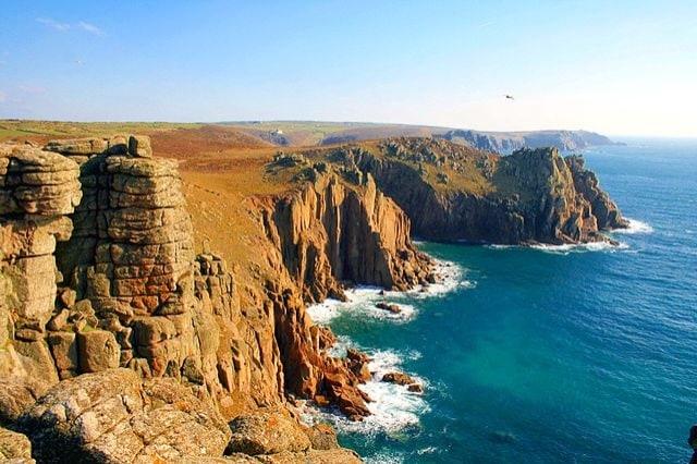https://en.wikipedia.org/wiki/File:Land%27s_End,_Cornwall,_England.jpg