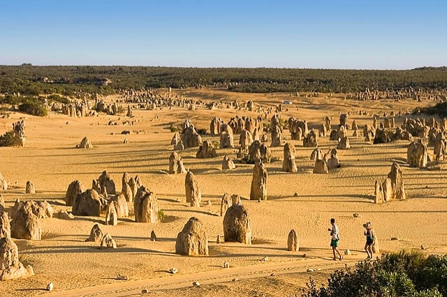https://commons.wikimedia.org/wiki/File:The_Pinnacles_view-LaRuth-2006.jpg