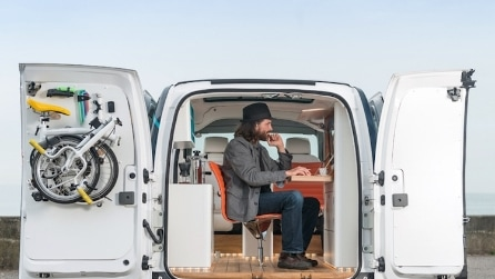Nissan e-NV200: ecco il primo ufficio elettrico al mondo che entra in un furgone
