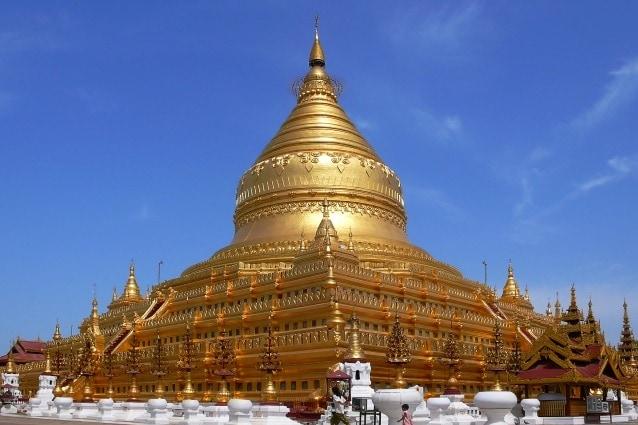Risale al 1102 dC questo tempio buddista situato in Nyaung-U, un paese vicino a Bagan, in Myanmar. In origine la pagoda era composta da una struttura circolare centrale rivestita con foglie d'oro e circondato da piccoli templi e santuari. A causa di alcune calamità naturali il tempio è stato restaurato varie volte e nell'ultimo intervento è stato coperto da più di 30000 lastre di rame.