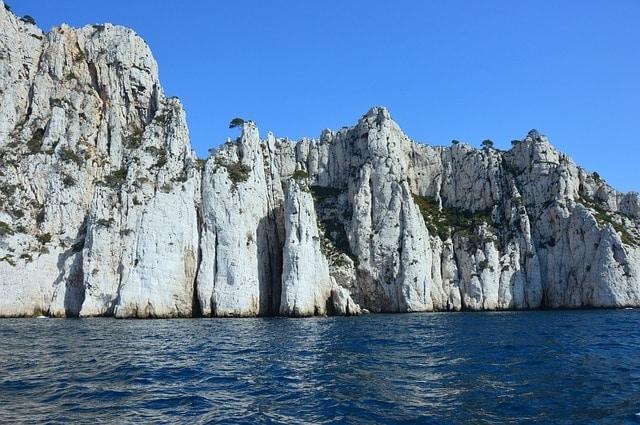 https://pixabay.com/en/calanques-of-cassis-cliff-1252430/