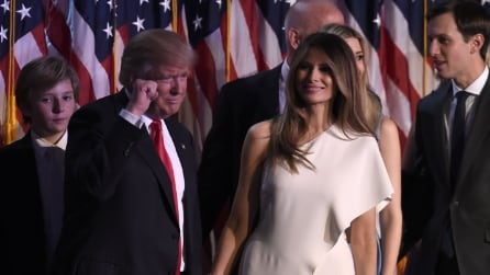 Il look total white di Melania Trump