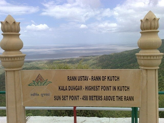 https://commons.wikimedia.org/wiki/File:Rann_of_Kutch_-_Highest_Point.jpg