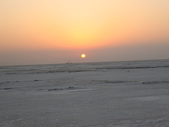 https://commons.wikimedia.org/wiki/File:Sunset-_ranotsav.JPG