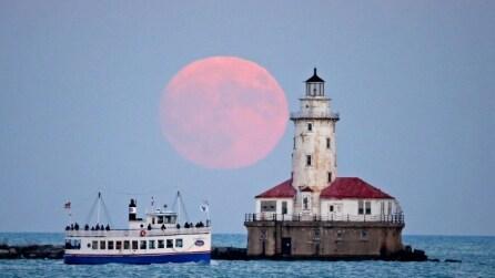 Lo spettacolo della Super Luna: la più grande degli ultimi 68 anni