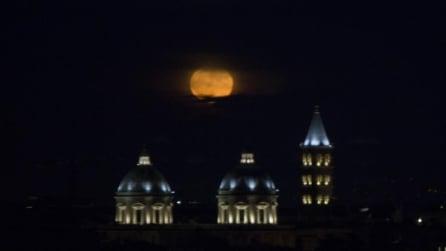 Roma, le stupende foto della Superluna