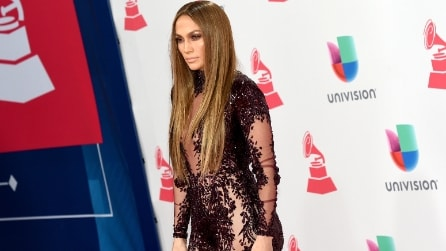 Il sexy look di Jennifer Lopez ai Latin Grammy Awards