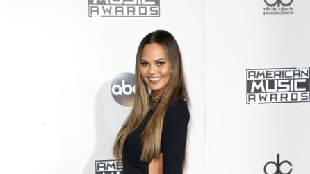 Il look hot di Chrissy Teigen agli Ama