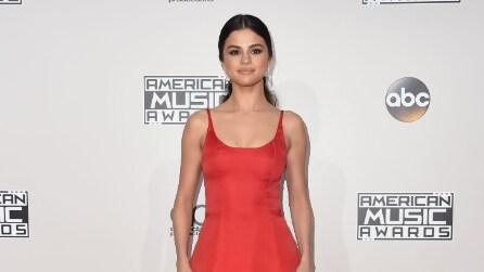 Il look di Selena Gomez agli AMA 2016