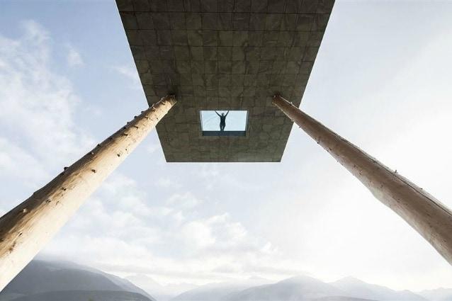 Questa è la nuova piscina dell'Hotel Hubertus, a Valdaora, ai piedi del famoso comprensorio sciistico Plan de Corones in Val Pusteria, Italia.